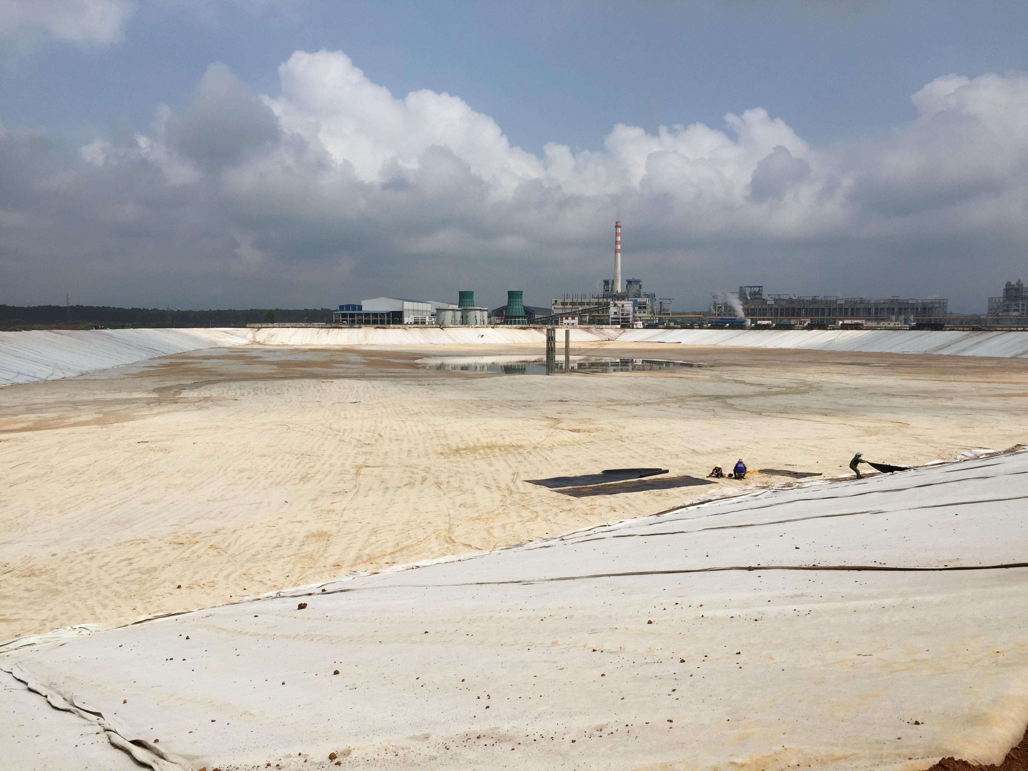 Thi công xây dựng Hồ bùn đỏ thuộc dự án Tổ hợp Bauxit Nhôm Lâm Đồng